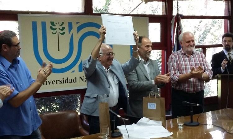 """Reconocieron a """"Cacho"""" Barrios Arrechea por institucionalizar la política ambiental durante su gobierno"""