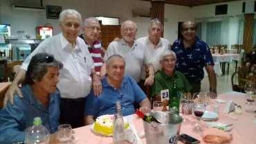 Hector Conte y ex trabajadores de la planta Celulosa Argentina