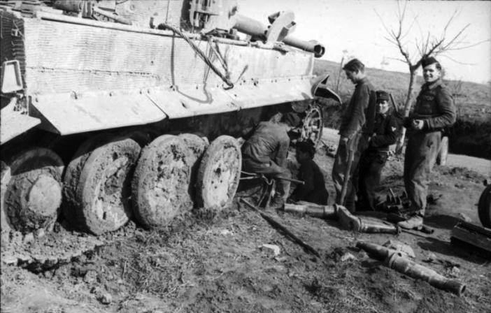 "Italy, a Panzerkampfwagen VI ""Tiger I"" during reparation."