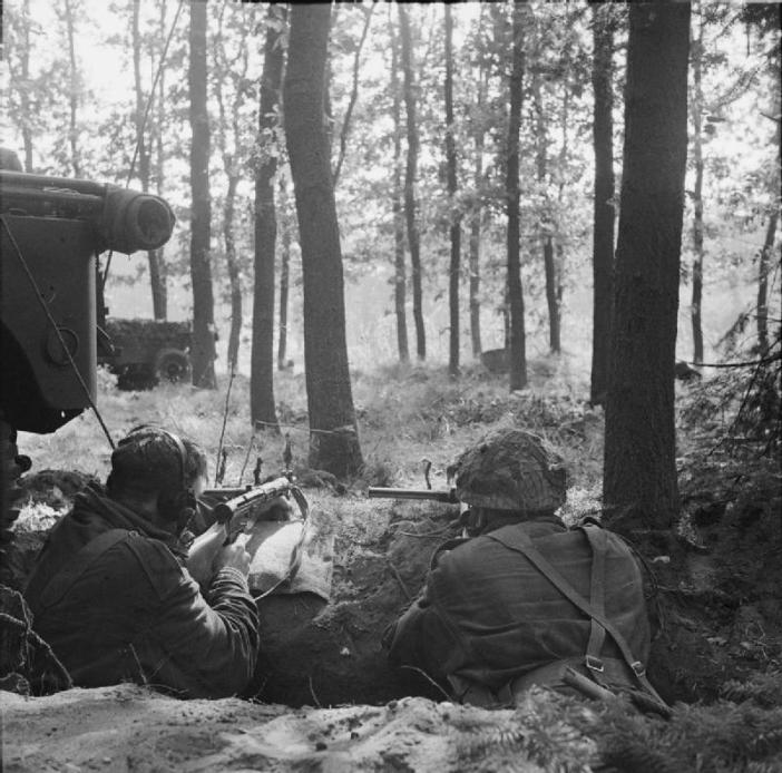 Two British Airborne troops dug in, holding the Brigade Headquarters. 18 September 1944, Operation 'MARKET GARDEN' (Battle for Arnhem).