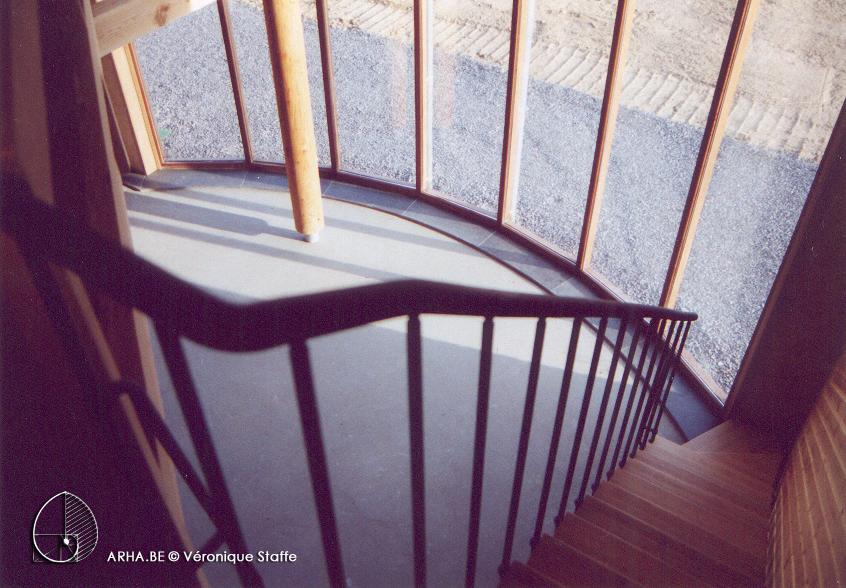 Vue intérieure étage d'une maison éco-bio-climatique conçue par Véronique Staffe inspirée par la spirale du nombre d'or.