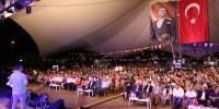 Festivalin İkinci Gününde Halk Oyunları Gösterileri ve Yöresel Sanatçıların Verdiği Konser Programları Vardı
