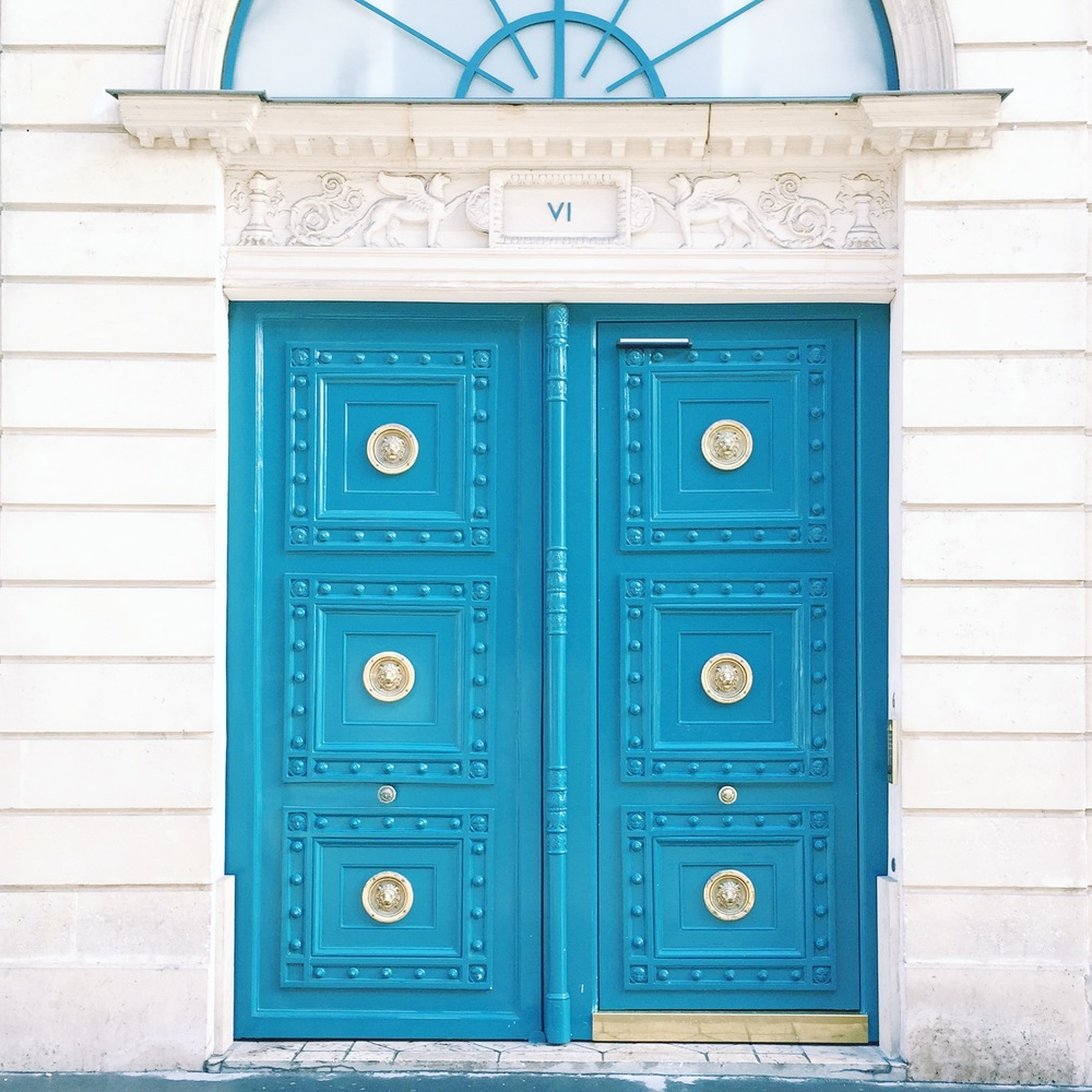 Pretty door traits in Paris