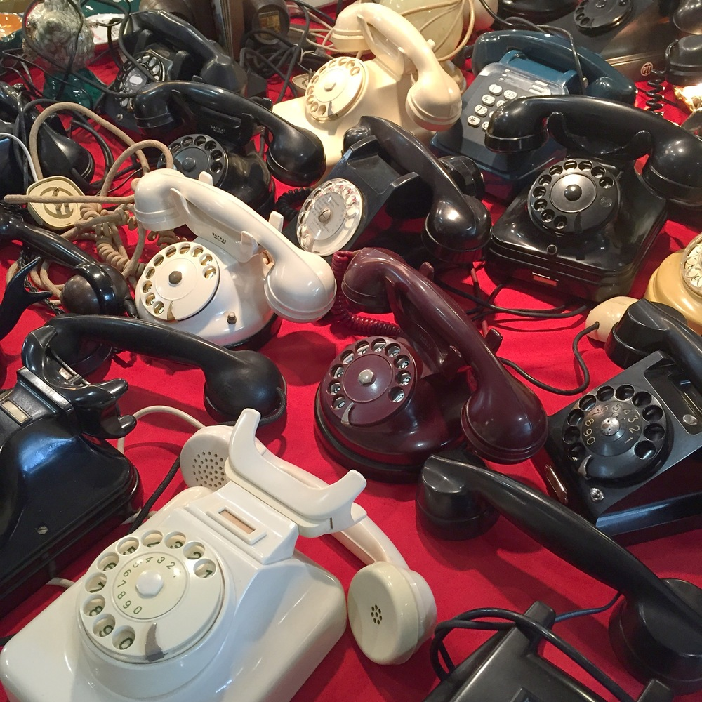 Vintage telephones at Mercanteinfiera.