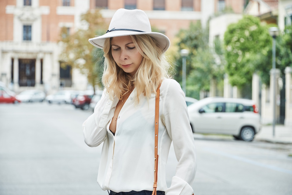 Wearing Paige flared jeans, Zara shirt, Mansur Gavriel bag and Reiss fedora hat.