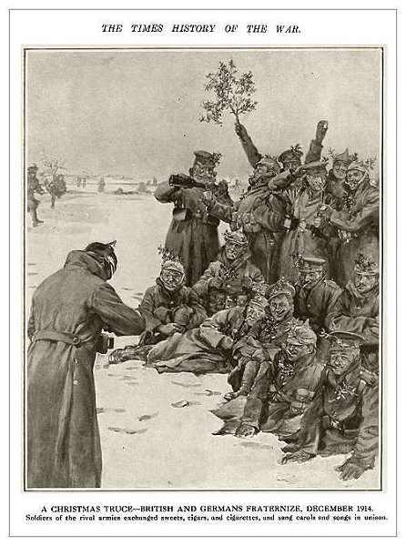 Natale 1914, soldati tedeschi e britannici in un momento di fraternità