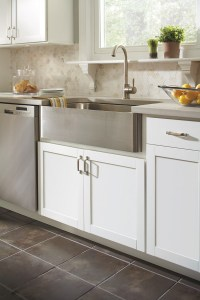 Country Sink Base Cabinet - Aristokraft Cabinetry