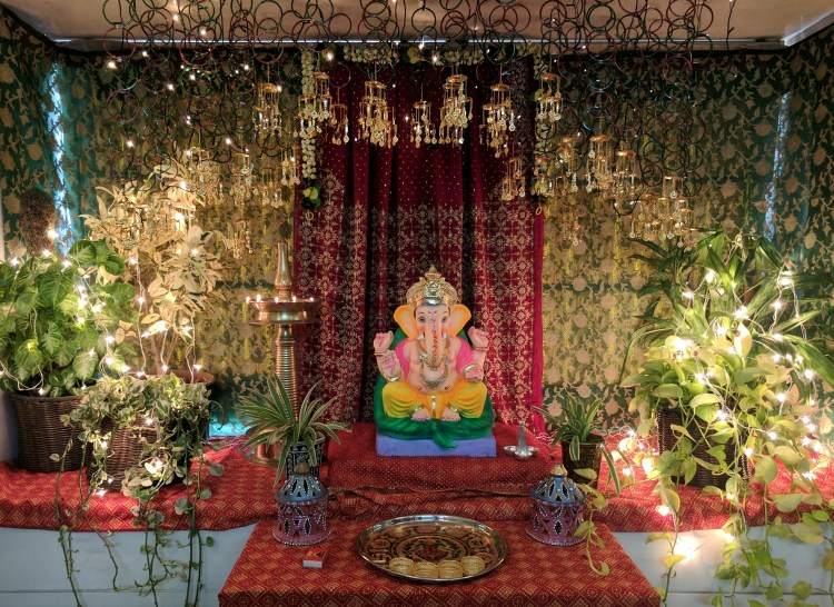 DIY Ganpati Decoration With Sarees & Bangles • One Brick