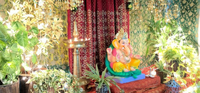 DIY Ganpati Decoration With Sarees & Bangles