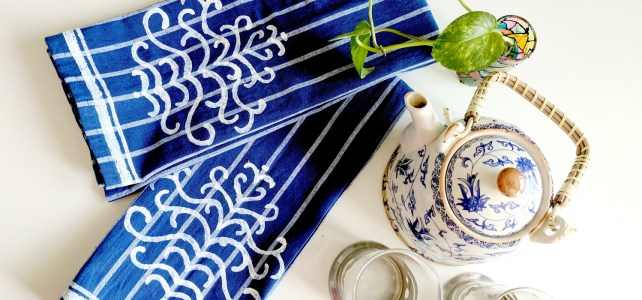 How To Make Pretty DIY Kitchen Towels With Stencils