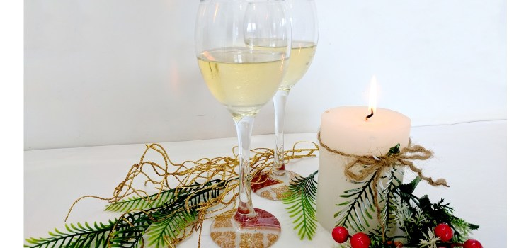 Decoupage Wine Glasses: A Sparkling Christmas DIY