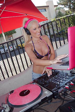 DJ Jen Jones at Spanish Fly  Nightlife