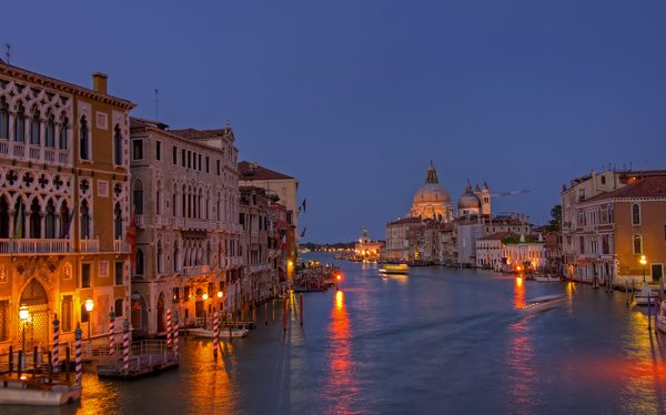 Grand Canal from Academia - night