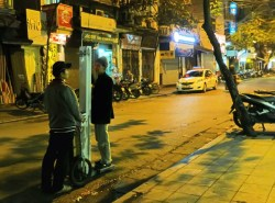 Hanoi - Street services: weight and height measure