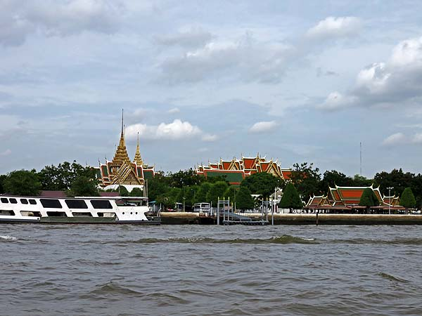 ark3_Grand Palace from the Chaopraya River