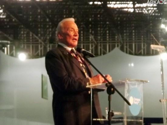 Campus Party 2013: Buzz Aldrin emociona ao falar de sua experiência na Lua