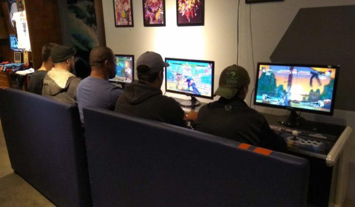 Arkade Fora da Caixa: hamburgueria gamer investe no cenário local de eSports