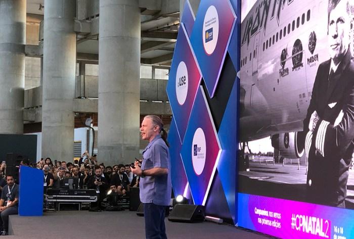 CP Brasília - Entre Iron Maiden, aviões e cerveja, Bruce Dickinson compartilha um pouco de sua história