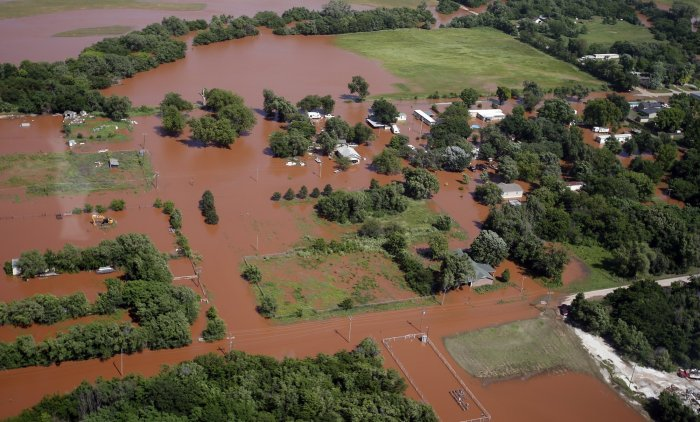 IMAGES: 2 more Oklahoma towns urged to evacuate
