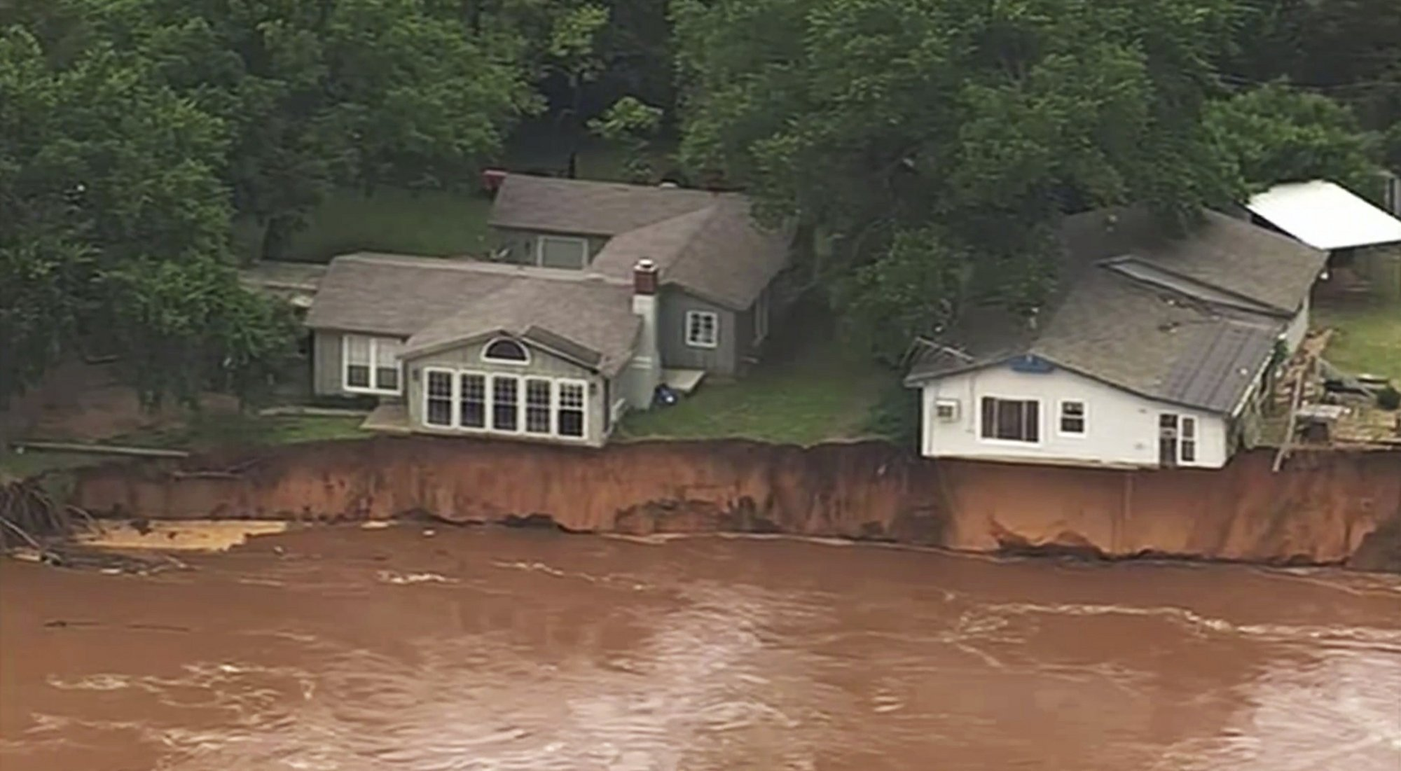 WATCH: Runaway barges threaten dam in another day of Midwest storms