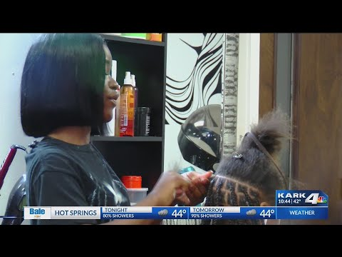 VIDEO: Women does holiday hair for free