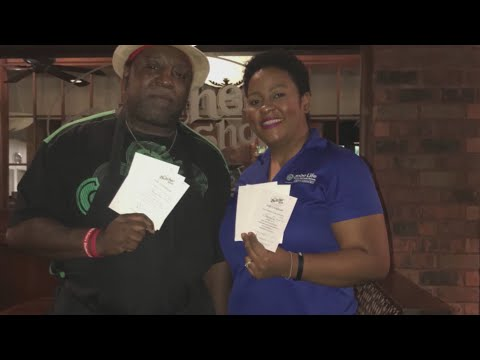 Watch: Man buys local gift cards, gives them out to community
