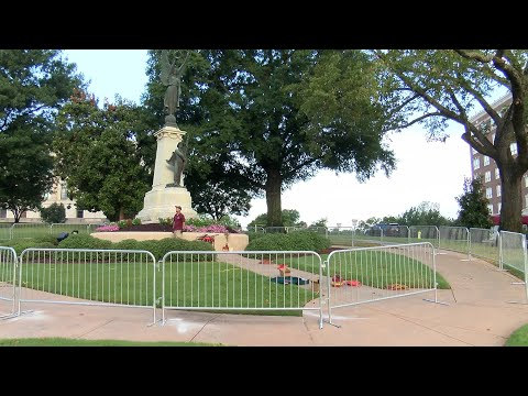 Watch: Barriers set up around confederate monuments