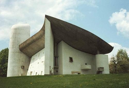 1950-55: Capilla Notre Dame du Haut, Ronchamp, Francia