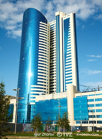 Edificio moderno de oficinas en  Astana, Kazakhstan, julio 2009
