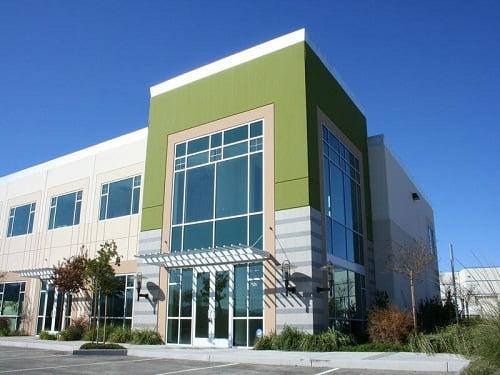 Fachadas modernas de edificios for Fachadas oficinas modernas