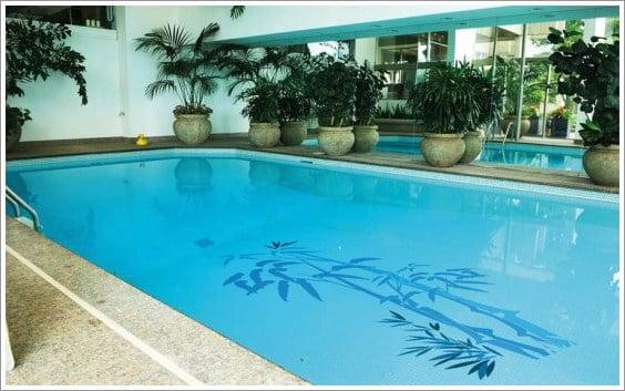 Decoración de piscinas con papel vinilo - Arkiplus.com