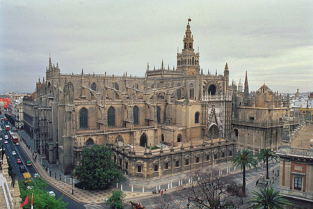 La catedral de sevilla - Puertas uniarte sevilla ...