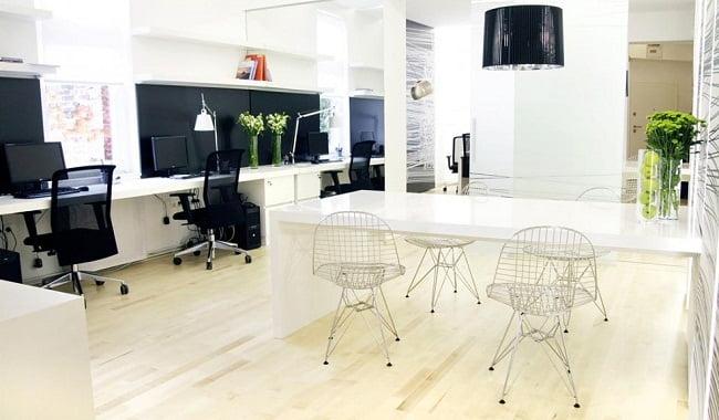 Oficinas modernas creativas y peque as for Interiores de oficinas pequenas