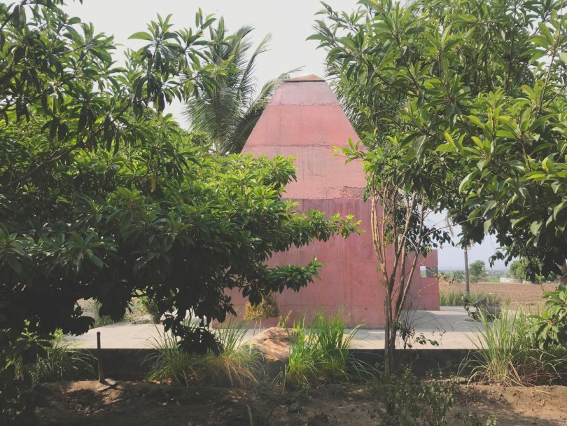 Contemporary Tejorling Radiance Temple in Pune by Karan Darda Architects 17