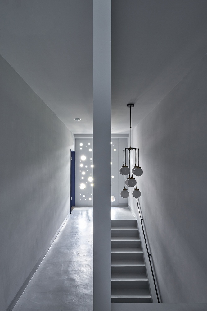 Modern linear house design known as Onyx lit house by Emerge Architects 13