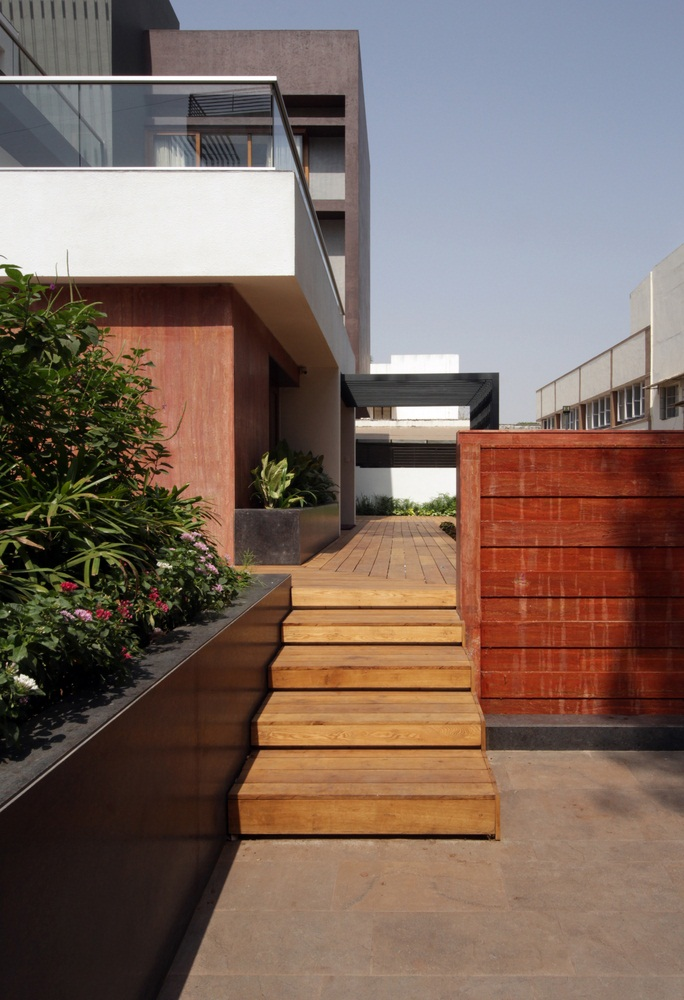 The Cube House, Reasoning Instincts Architecture studio, Ahmedabad, India, multigenerational house,