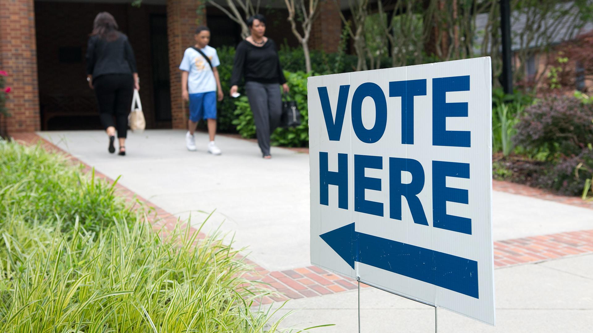 Vote Here Sign Voters Voting-159532-159532.jpg26935149