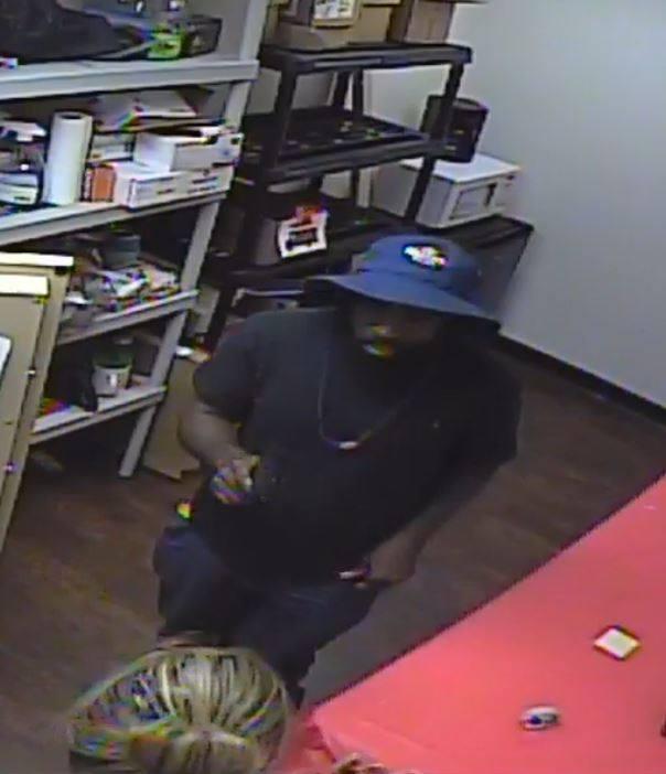 Verizon theft suspect_1529519828464.jpg.jpg