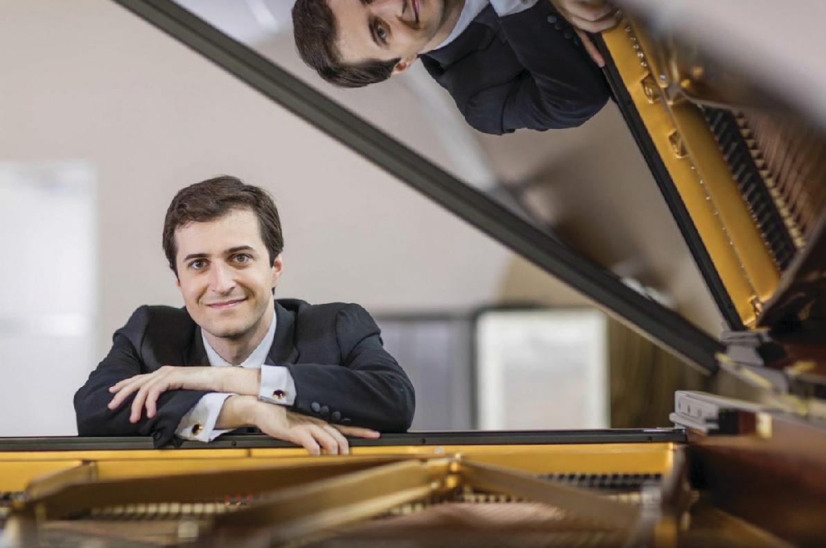 Internationally acclaimed pianist Kenny Broberg