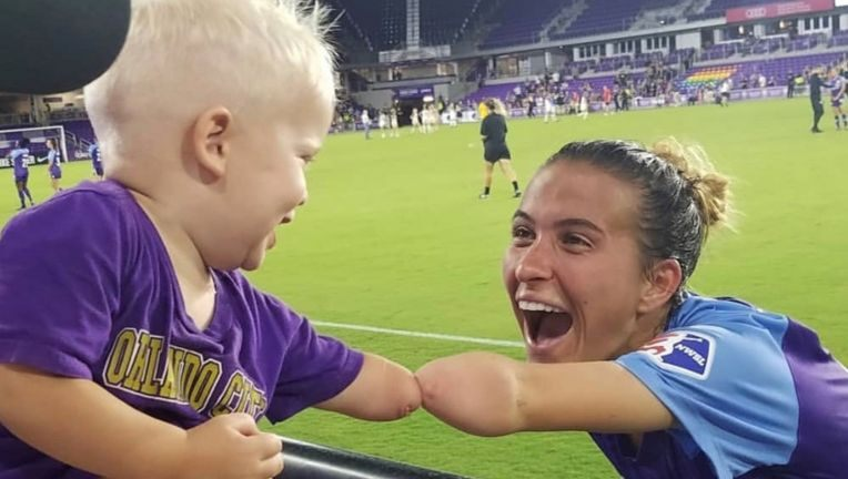 Adorable photo of boy without forearm bonding with Orlando soccer