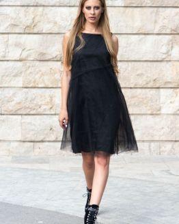 Черна свободна рокля с тюл