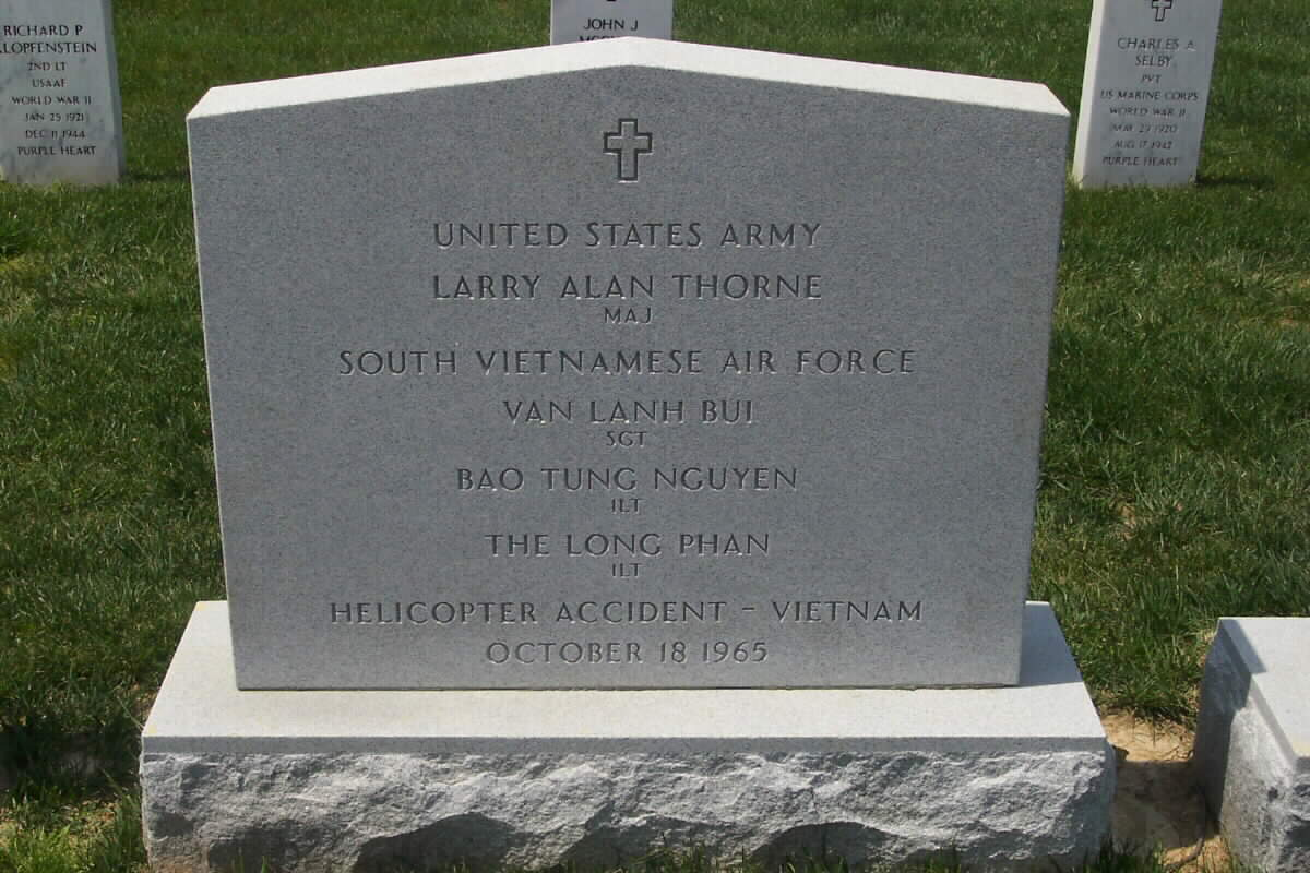 https://i0.wp.com/www.arlingtoncemetery.net/Larry-thorne-042204.jpg