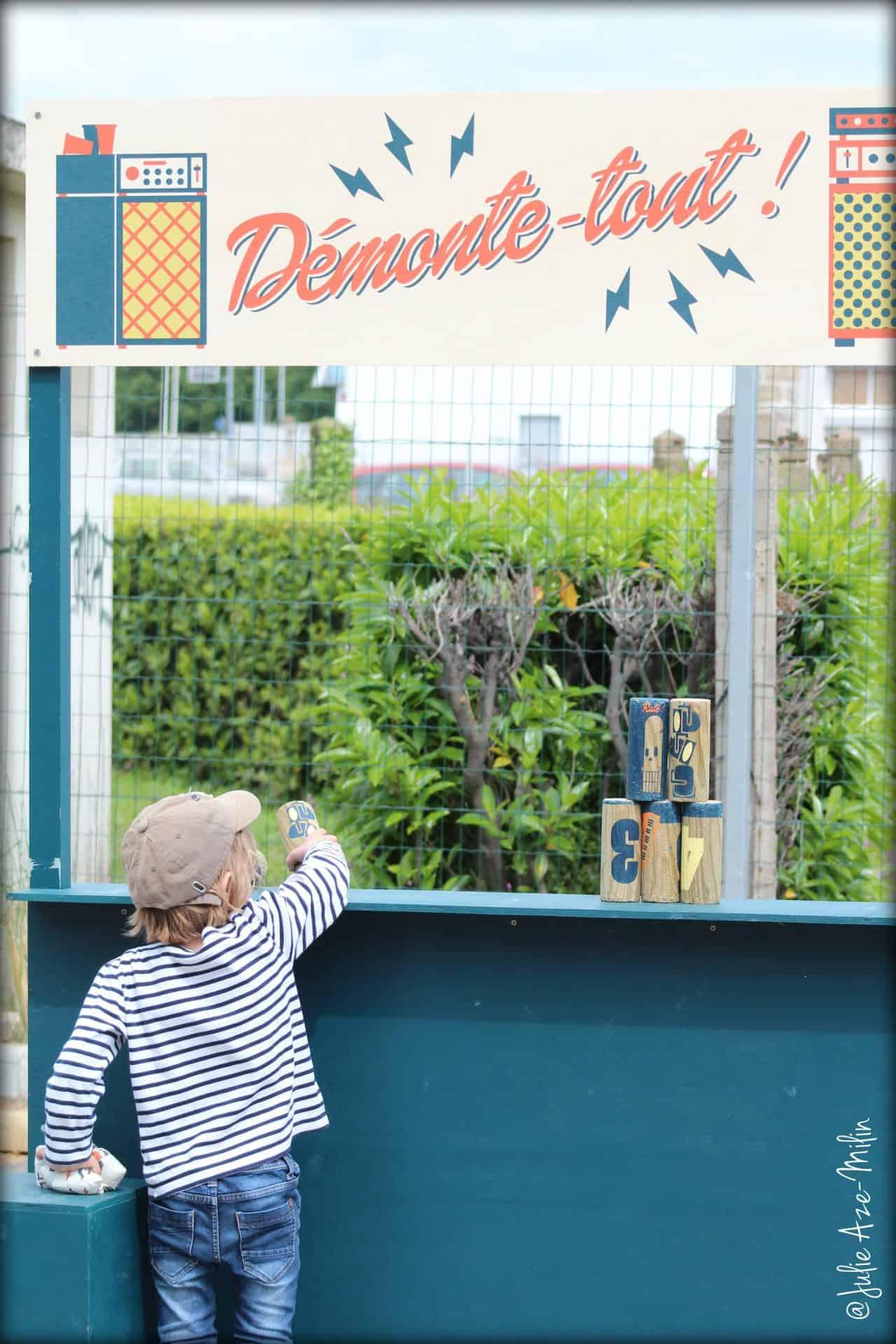 Photo d'ambiance La Fête #6 - un enfant joue au Démonte-tout