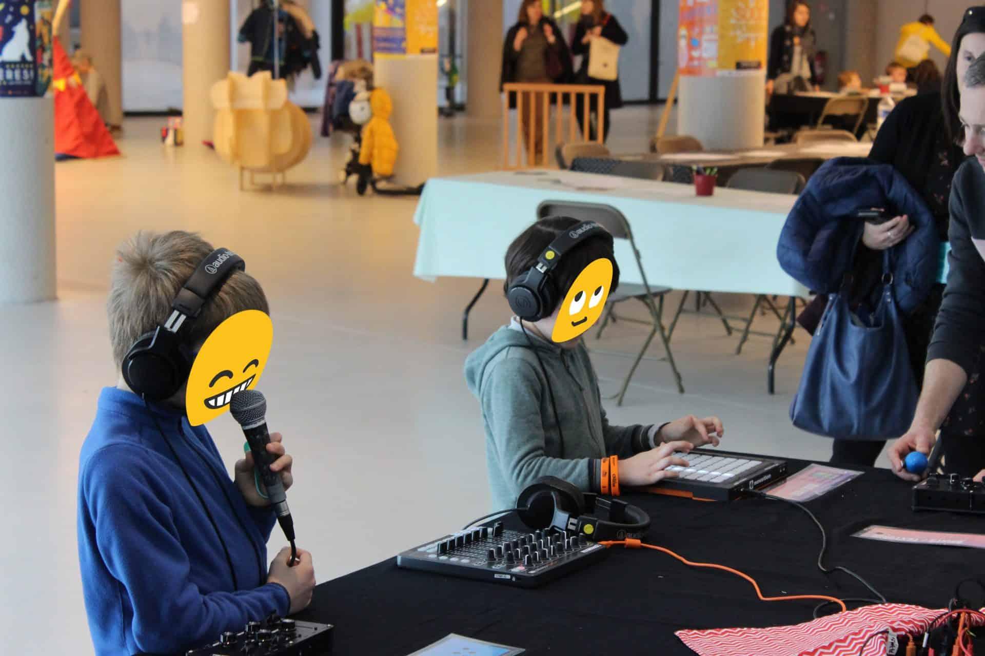 Photo de deux enfants à l'atelier Mixture - Chorus des enfants