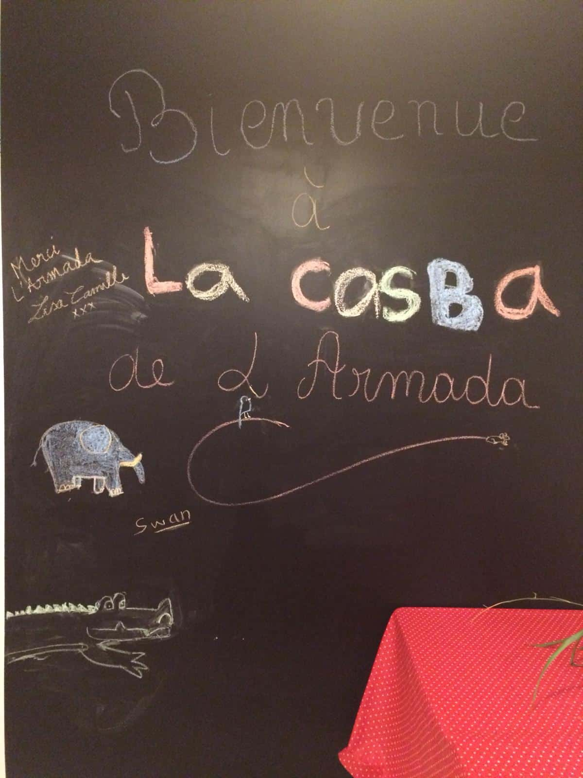 Photo du tableau de La Casba avec un message de bienvenue