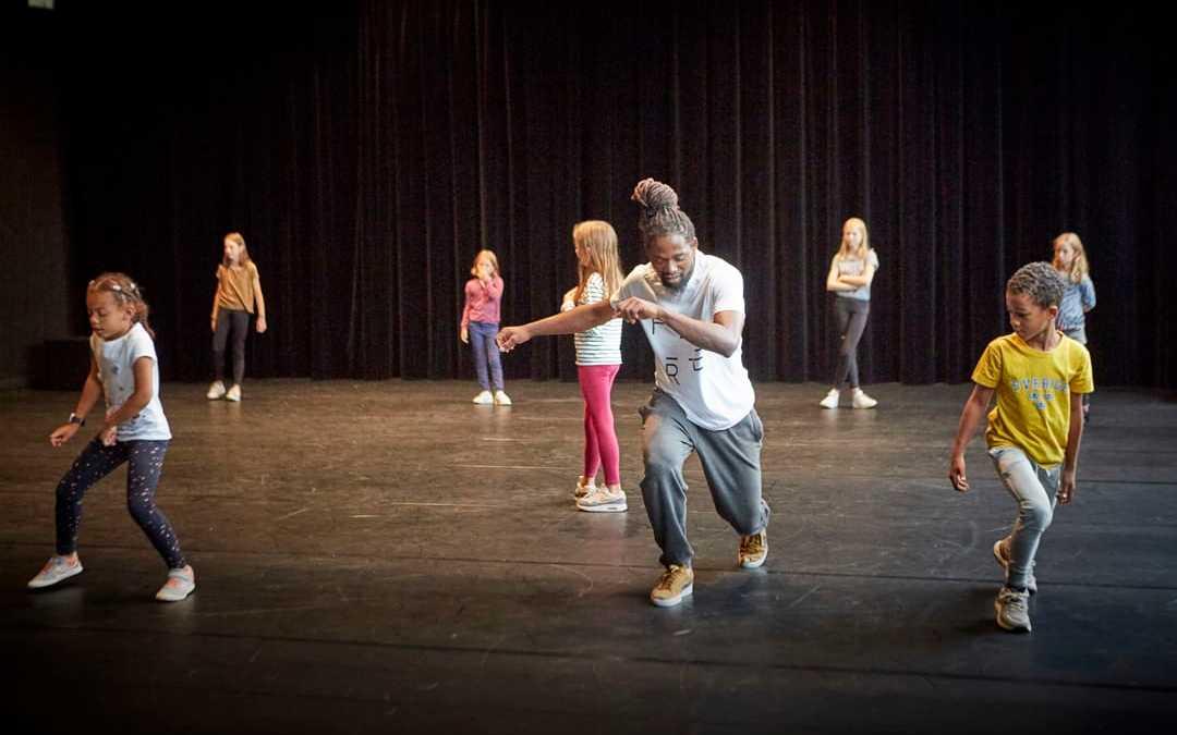 Photo d'enfants qui dansent