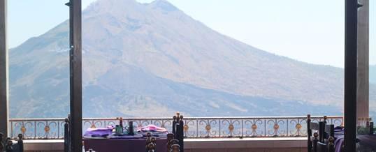 VW Safari di Bali Makan Siang di Puncak Sari Pemandangan Gunung