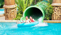 Adventure Cove Waterkpark - Riptide Rocket