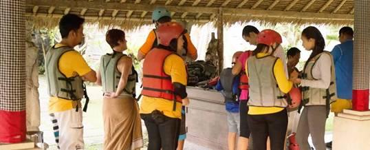 Outbound Di Bali Tubing Preparation