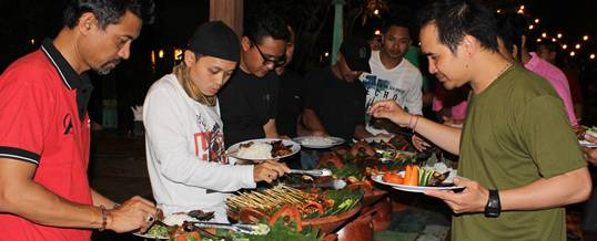 Outbound Di Bali Bank Mandiri Dinner JU PS4